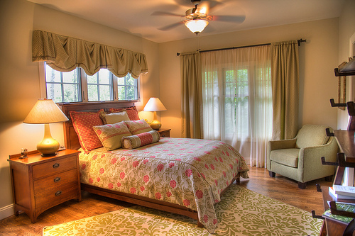 bedroom in cottage decor style
