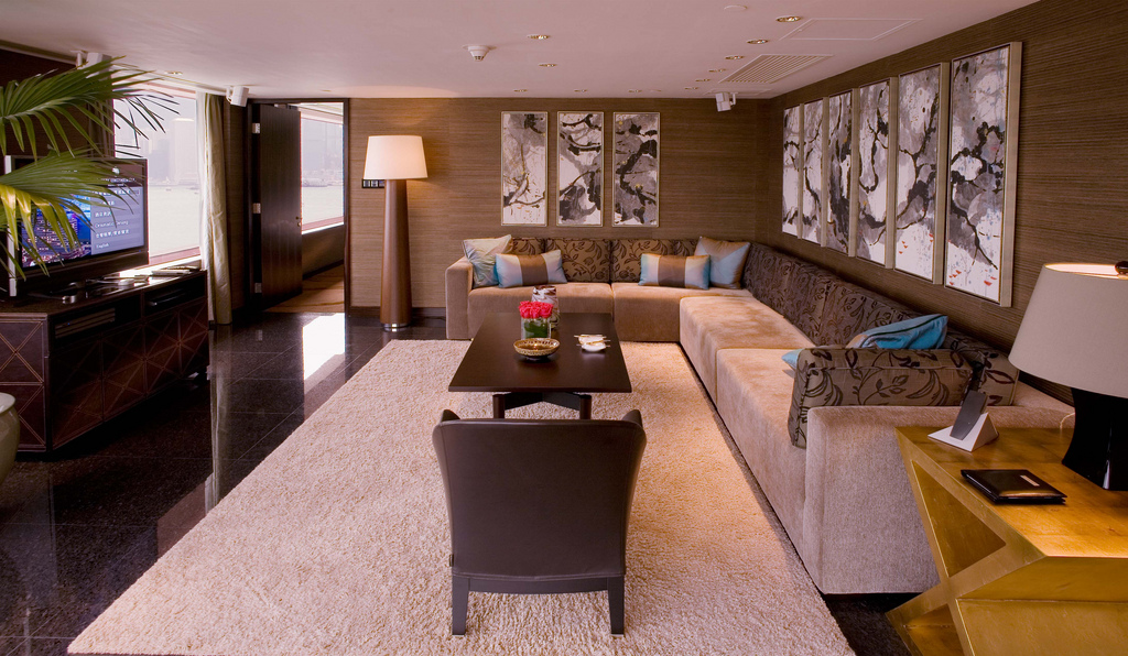 suite decorated in contemporary decor style