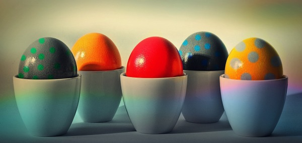 easter-eggs-cups