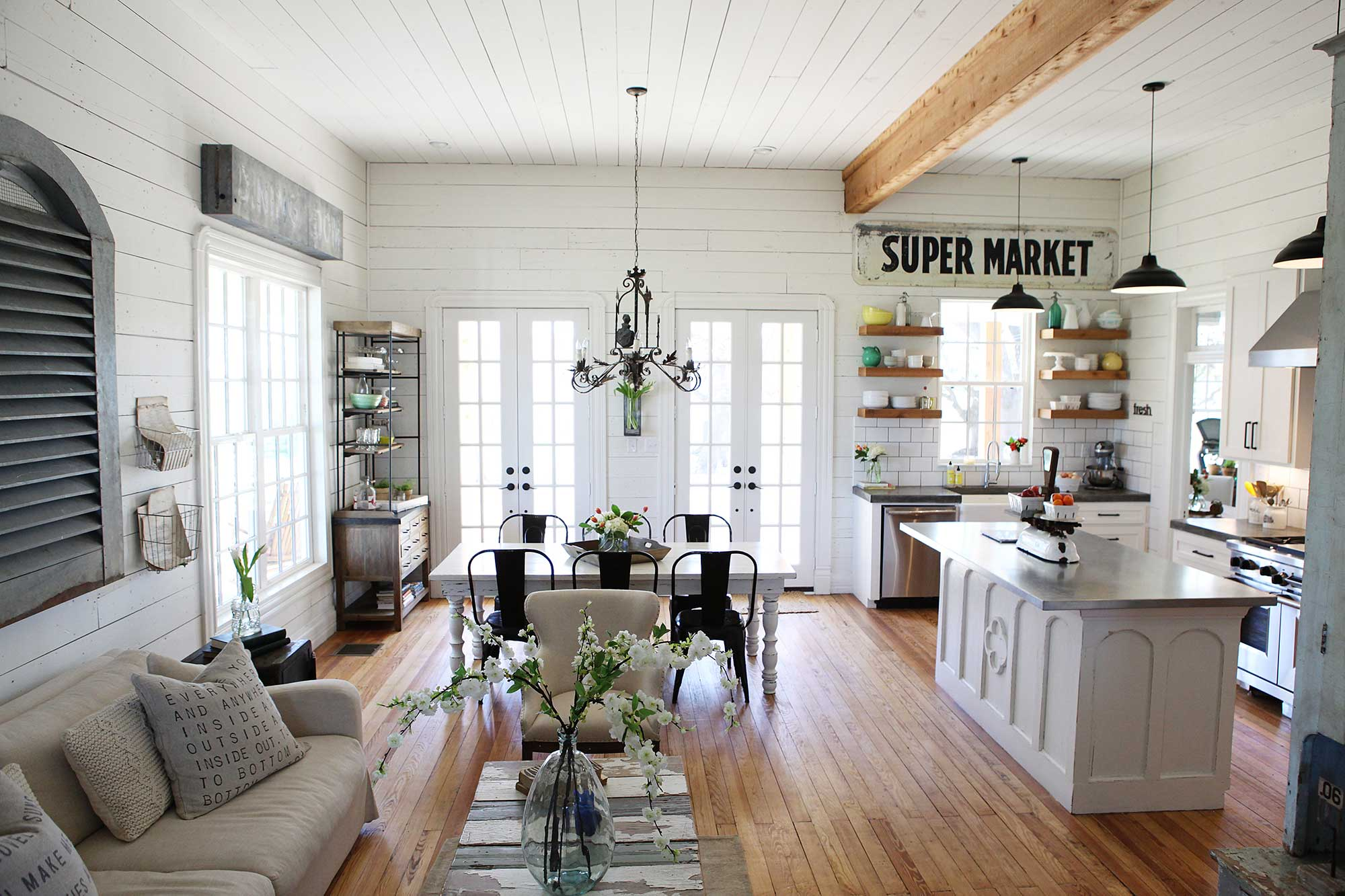 How to Bring HGTV\'s Fixer Upper Design to Your Home